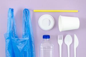 С 1 января в заведениях запретят использовать одноразовую посуду